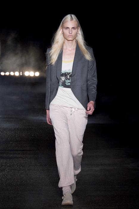 SS11_Tokyo_Davit MEURSAULT004_Andrej Pejic(Fashionsnap)