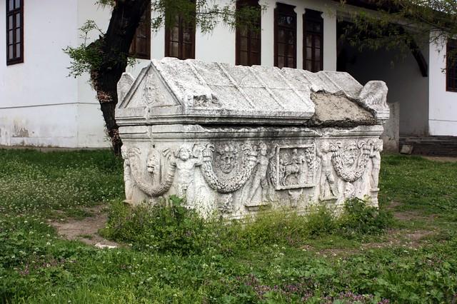 Sarcophagous