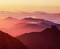 『朝焼けの山並み』