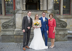 Trouwen in Delft (Mary Berkhout) Tags: maryberkhout markt delft stadhuis trouwen huwelijk bruidspaar bruidegom bruid bruidsboeket wedding