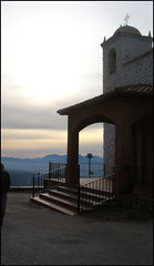Ermita de la Virgen blanca. (margabel2010) Tags: ermitas contraluces contraluz escalera cruz cruces campanario silueta atardecer atardeceres barandilla nubes cieloytierra sierra arco porche airelibre cazorla