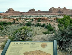 Wooden Shoe Arch - Look Closely (Neal3K) Tags: canyonlandsnationalpark utah desert