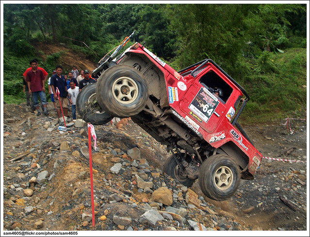 TA4XDC New Year 4x4 Challenge 2010 - Toyota Landcruiser BJ43 1JZ competitor jump