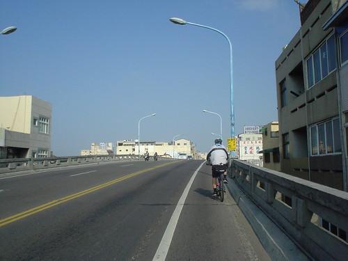 38.在彰化市區上陸橋