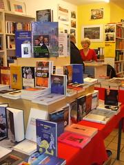 interno libreria italiana dicembre 2009