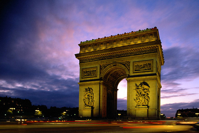 Arc_de_Triomphe_at_Evening%2C_Paris%2C_France