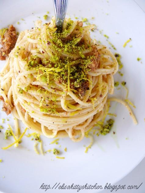 Spaghetti con bottarga, pistacchio e zest di limone