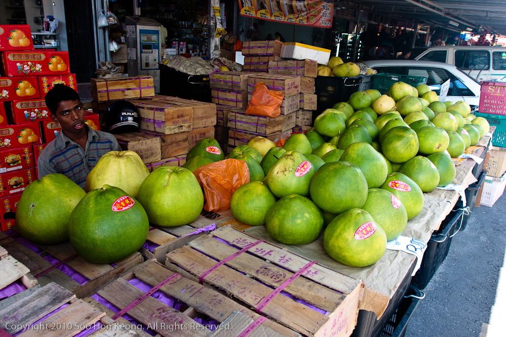 Pomelo Seller @ Pudu Market, KL, Malaysia