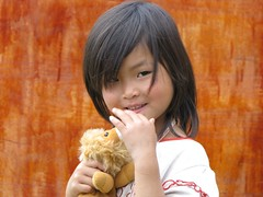 Adorable little girl. (Stan Mark) Tags: adorablelittlegirl sapa vietnam stanmark girls vietnamese children boy baby vietnamesegirl vietnameseboy vietnamesegirls vietnamesechildren youthinkyellowisaygold tôiyêuviệtnam ilovevietnam cậubé