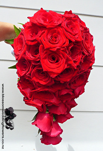 red-rose-teardrop-bouquet