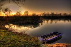 tramonto sull'adda (FiPremo) Tags: blue sun color canon eos boat barca nuvole colore blu bee campagna erba neve campo sole azzurro bianco hdr filippo controluce raggi eos50d castiglionedadda premoli filippopremoli