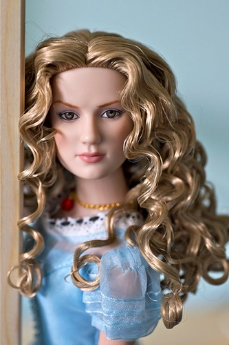 Alice Kingsleigh, by Tonner Doll Company. From the Tim Burton's Alice in Wonderland line.