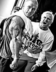 Kaslı erkek vücudu vücut geliştirme hareketleri Karizmatik erkekler
