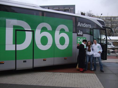 D66 op campagne in Geuzenveld