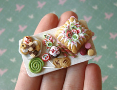 Miniature Food - Pink and Green Birthday Tray #2 (PetitPlat - Stephanie Kilgast) Tags: birthday party cake kids miniatures cookie candy handmade fake polymerclay fimo cupcake tray minifood lollipop candycane 112 anniversaire dollhouse miniaturefood fauxfood miniaturen oneinchscale dollsshouse petitplat stephaniekilgast