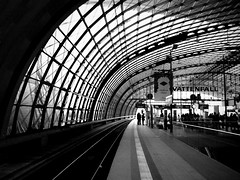 Berlin Hauptbahnhof (CoolMcFlash) Tags: blackandwhite bw white black berlin monochrome station architecture germany deutschland hauptbahnhof trainstation rails architektur sw fujifilm schwarz gleise berlinhauptbahnhof schienen weis vattenfall bahngleis s100fs stadtgetty2010 gettygermanyq3