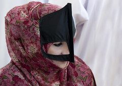 Bedouin woman with mask in Sinaw, Oman (Eric Lafforgue) Tags: woman mask oman burqa bedouin bedu omn burka  omani bedouine whiteskin  7447 sinaw om  omo umman omaan     omna omanas umn