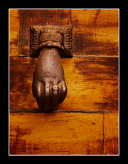 Puo (raspu) Tags: door espaa spain puerta entrance guadalajara olympus fist e30 siguenza llamador sigenza pue raspu colorphotoaward