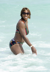 serena williams shaking her ass at the beach