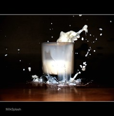 Milk Splash (Lumin10) Tags: blackandwhite white black paris france art texture glass architecture milk interestingness noir bokeh explorer drop explore gotas droplet lait drips blanc goutte verre splish noire substance watersculpture backgroung splah eclaboussure splashandco