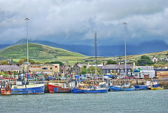 Dingle Bay (2). Ireland.- (ancama_99(toni)) Tags: pictures ocean blue ireland sea irish naturaleza mer seascape colour water colors beautiful azul port marina boats harbor boat nikon marine meer barco ship foto harbour yacht ships navy dingle picture vessel eire kerry bleu maritime fotos nautical blau fotografia nikkor shipping bateau vessels irlanda cyanotype 2010  marinas fotografas ocan d60  ozean   10favs 10faves nikond60     cianotipo abigfave   cianotipe