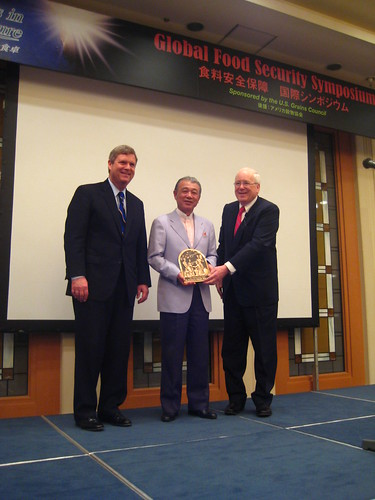 Secretary Vilsack and Kenneth Quinn of the World Food Prize Foundation presented the Norman Borlaug Medallion to Yohei Sasakawa for his leadership in creating the Sasakawa Africa Association.