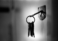 (sausyn) Tags: door bw white black keys nikon keyring key dof bokeh lock 400 hp5 fm ilford
