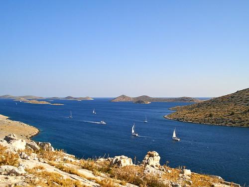 Vitorlások a szigetek körül