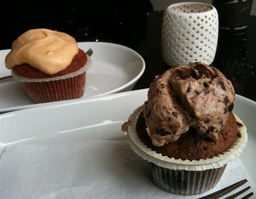 Vulkan cupcake and Oreo cupcake