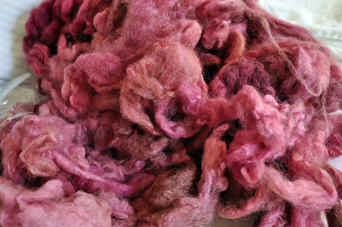 Natchwoolie Steady Dye It Club - April 2010 - Rose Wine, Romney Fleece