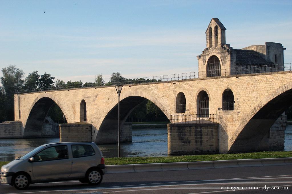 Sur le pont d'Avignon, on y danse…