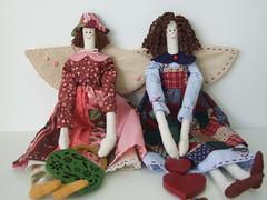 pose para a foto  Posing for pictures (AP.CAVALARI / ANA PAULA) Tags: dolls angels patchwork anjos asas tecido bonecasdepano bonecadetecido anjinhas anapaulacavalari apcavalari fabricdolss