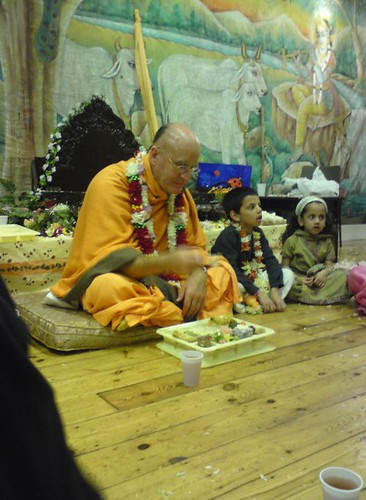 Indradyumna Swami Vyasa puja in UK 2010 -0035 por ISKCON desire  tree.