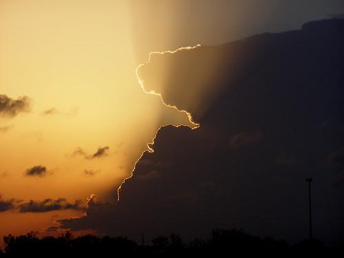 [フリー画像] 自然・風景, 空, 雲, 暗雲, 夕日・夕焼け・日没, 嵐, アメリカ合衆国, 201005120500