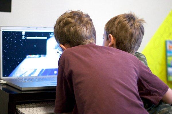 boys_at_computer