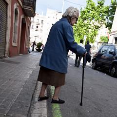 das einzige blau (polomar) Tags: barcelona street old blue grandma people spain flickr alt strasse stock grau menschen zen barcelonetta oma blau generation spanien johncale midnightblue polomar