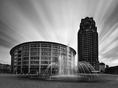 no sunrays (wecand) Tags: plaza sky architecture clouds speed wasser exposure frankfurt main springbrunnen brunnen smooth himmel wolken nd architektur sunrays fontain speeding sachsenhausen langzeitbelichtung hohlerzahn loong 4x strahlen weich wasserspiel termitenhgel 1000x lzb graufilter turmzubabel wecand deutschherrnviertel romantikturm gettyimagesgermanyq1