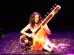 21/52 Anoushka Shankar (hanalaurie) Tags: india indian livemusic 525 anoushka shankar newbury 2010 tabla sitar norahjones cornexchange ravishankar anoushkashankar newburycornexchange 525of2010