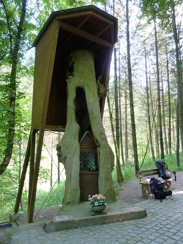 Neuerburg, Schwarzen Muttergottes im Baum