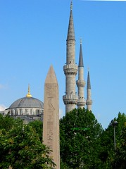 2010 istanbul 229 (ebruzenesen - esengül) Tags: turkey türkiye istanbul mosque ottoman cami deniz mavi sultanahmet bulut minare kubbe architec yeşillik süsleme alem şadırvan avlu tarihiyapı ebruzenesen muslimcultur dikiltaş