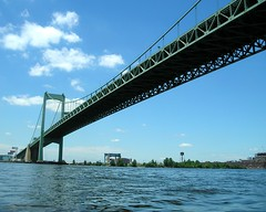 Walt Whitman Bridge over the Delaware River, Pennsylvania-New Jersey (jag9889) Tags: road bridge philadelphia puente newjersey kayak crossing suspension pennsylvania steel nj bridges ponte pa kayaking toll gloucester 1957 pont brcke waltwhitman paddling waterway crossings bbk delawareriver camdencounty philadelphiacounty drpa delawareriverportauthority delawareriverportauthorityofpennsylvaniaandnewjersey k439
