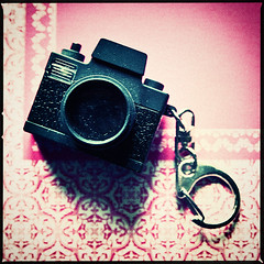 (deNNis-grafiX.com) Tags: camera pink art 6x6 film colors vintage mediumformat square toy design holga lomo lomography grain fake pop retro crossprocessing frame vignette spielzeug korn keyfob lomostyle kult schlsselanhnger mittelformat