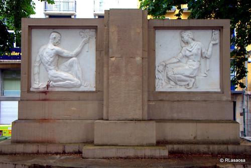 Pedestal de una estatua retirada en la calle Ciudadela