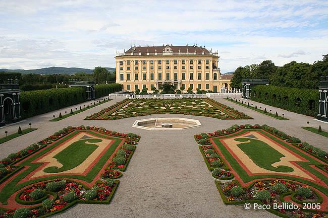 Vista del Palacio desde los Jardines del Príncipe. © Paco Bellido, 2006