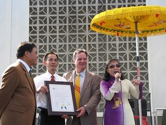 Viet Flag Raising04_thumb