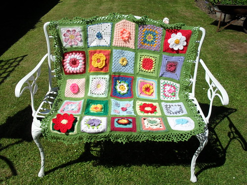 Ta - Dah! Introducing SIBOL 15. (Flower Theme 1). Thank you very much to all the Ladies who have very kindly sent me a Flower Square! If you don't see your square it will be on the next one. I have tried to put one Square on from each person.