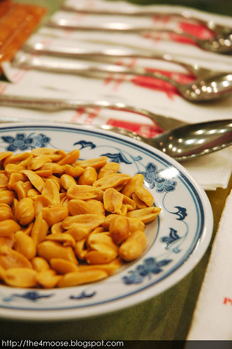 Pow Sing Restaurant 報喜 - Cutlery and Nuts