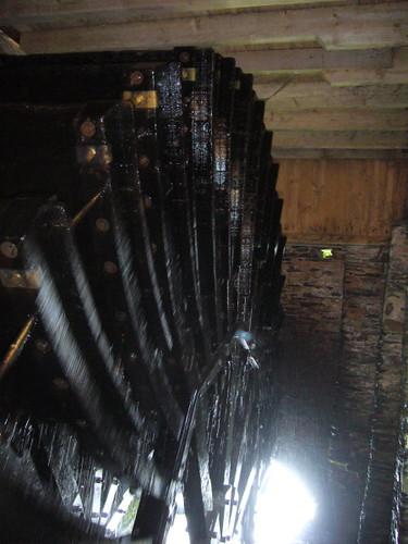 Roue à eau moulin chenillé par l'auteur