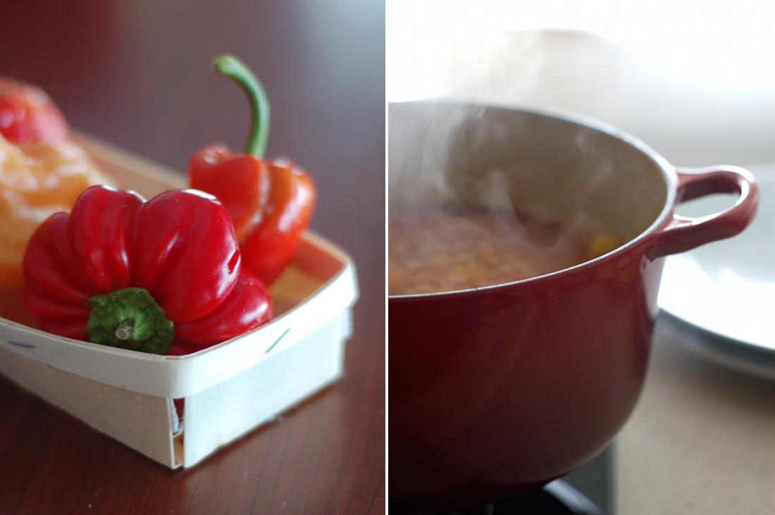 Pimentos e um tacho vermelho // Red peppers and a red casserole