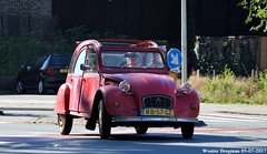Citroën 2CV 1986 (with happy headlights) (XBXG) Tags: rb57gz citroën 2cv 1986 citroën2cv 2pk deuche deudeuche eend geit 2cv6 red rood rouge cabriolet cabrio convertible découvrable overveen nederland holland netherlands paysbas vintage old classic french car auto automobile voiture ancienne française vehicle outdoor